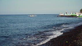 Ακτή με τα αλιευτικά σκάφη φιλμ μικρού μήκους
