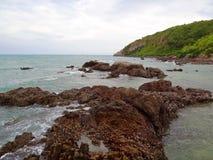 Ακτή με τους βράχους Στοκ φωτογραφίες με δικαίωμα ελεύθερης χρήσης