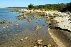 ακτή πετρώδης Στοκ εικόνες με δικαίωμα ελεύθερης χρήσης