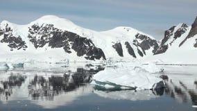 Ακτή της Ανταρκτικής - υπερθέρμανση του πλανήτη - σχηματισμοί πάγου απόθεμα βίντεο