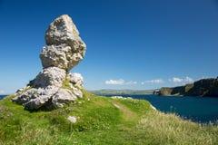Ακτή της βόρειας Ιρλανδίας, Antrim, ενδιαφέρων σχηματισμός βράχου δίπλα στη θάλασσα Στοκ φωτογραφία με δικαίωμα ελεύθερης χρήσης