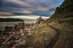 Ακτή της θάλασσας της Ιαπωνίας/του ηλιοβασιλέματος/της φύσης της μακριά ανατολικά Ρωσίας Στοκ Εικόνες