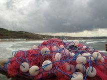 Ακτή της Ισπανίας το χειμώνα και τα δίχτυα του ψαρέματος Στοκ Φωτογραφία