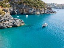 Ακτή της Καλαβρίας, των όρμων και των ακρωτηρίων που αγνοούν τη θάλασσα Ιταλία Εναέρια άποψη, SAN Nicola Arcella Στοκ Εικόνες