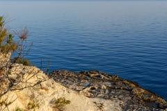 Ακτή της Μεσογείου γύρω από την περιοχή Akyar Mersin Τουρκία στοκ εικόνα