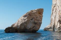 Ακτή της Σαρδηνίας: Μεγαλοπρεπής βράχος κοντά στη θάλασσα, Ιταλία Στοκ Φωτογραφίες