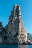 Ακτή της Σαρδηνίας: Μεγαλοπρεπής βράχος κοντά στη θάλασσα, Ιταλία Στοκ Εικόνα