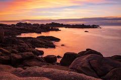 Ακτή του Ατλαντικού Ωκεανού στη Βρετάνη κοντά σε Ploumanach, Γαλλία Στοκ Εικόνες