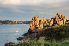 Ακτή του Ατλαντικού Ωκεανού στη Βρετάνη κοντά σε Ploumanach, Γαλλία Στοκ εικόνα με δικαίωμα ελεύθερης χρήσης