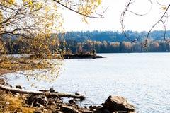 Ακτή του ευμετάβλητου πάρκου ιχνών λιμένων Στοκ Εικόνες