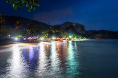 Ακτή του θερέτρου Krabi στην Ταϊλάνδη μετά από το ηλιοβασίλεμα Στοκ φωτογραφία με δικαίωμα ελεύθερης χρήσης