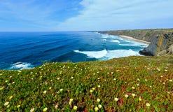 Ακτή του θερινού Ατλαντικού Ωκεανού (Αλγκάρβε, Πορτογαλία) Στοκ εικόνες με δικαίωμα ελεύθερης χρήσης
