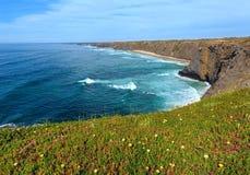 Ακτή του θερινού Ατλαντικού Ωκεανού (Αλγκάρβε, Πορτογαλία) Στοκ φωτογραφίες με δικαίωμα ελεύθερης χρήσης