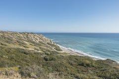 Ακτή του νησιού της Κύπρου Στοκ φωτογραφία με δικαίωμα ελεύθερης χρήσης