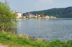 Ακτή Edersee σε Herzhausen με την πλήρη πλήρωση στοκ φωτογραφία με δικαίωμα ελεύθερης χρήσης