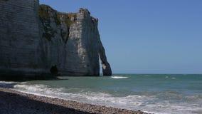Ακτή Etretat Νορμανδία Γαλλία απόθεμα βίντεο