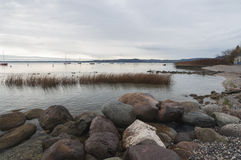 Ακτή Garda λιμνών κατά τη διάρκεια του χειμώνα Στοκ Φωτογραφίες