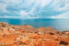 Ακτή Mnajdra όπου οι megalithic ναοί της Μάλτας Qrendi προκύπτουν στοκ φωτογραφίες