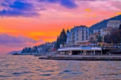 Ακτή Opatija στην άποψη ηλιοβασιλεμάτων καψίματος Στοκ Εικόνες