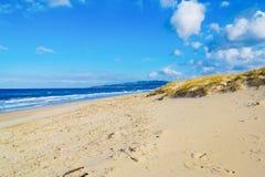 Ακτή Platamona μια νεφελώδη ημέρα Στοκ Εικόνες