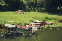 Ακτή rowboat τρία καναλιών στοκ εικόνα