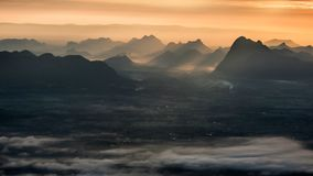 Ακτίνα και βουνό ήλιων Στοκ Εικόνες