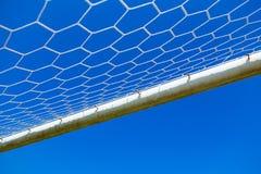 Ακτίνα στόχου μετάλλων ποδοσφαίρου και καθαρός Στοκ φωτογραφία με δικαίωμα ελεύθερης χρήσης