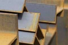 Ακτίνα σχεδιαγράμματος μετάλλων στα πακέτα στην αποθήκη εμπορευμάτων των προϊόντων μετάλλων Στοκ φωτογραφίες με δικαίωμα ελεύθερης χρήσης