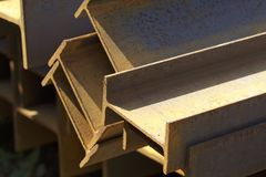 Ακτίνα σχεδιαγράμματος μετάλλων στα πακέτα στην αποθήκη εμπορευμάτων των προϊόντων μετάλλων Στοκ Φωτογραφία