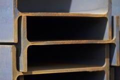 Ακτίνα σχεδιαγράμματος μετάλλων στα πακέτα στην αποθήκη εμπορευμάτων των προϊόντων μετάλλων Στοκ εικόνες με δικαίωμα ελεύθερης χρήσης