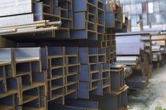 Ακτίνα σχεδιαγράμματος μετάλλων στα πακέτα στην αποθήκη εμπορευμάτων των προϊόντων μετάλλων Στοκ φωτογραφία με δικαίωμα ελεύθερης χρήσης