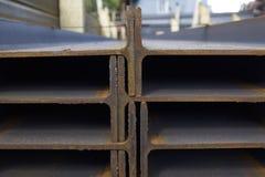 Ακτίνα σχεδιαγράμματος μετάλλων στα πακέτα στην αποθήκη εμπορευμάτων των προϊόντων μετάλλων Στοκ Εικόνες