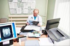 ακτίνα X γιατρών Στοκ φωτογραφίες με δικαίωμα ελεύθερης χρήσης