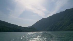 Ακτίνες ήλιων επάνω από τον ποταμό στην Ευρώπη απόθεμα βίντεο
