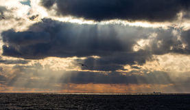 Ακτίνες ήλιων στη θάλασσα Στοκ φωτογραφίες με δικαίωμα ελεύθερης χρήσης