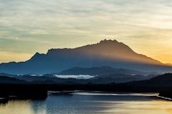 Ακτίνες στο υποστήριγμα Kinabalu Στοκ Εικόνες