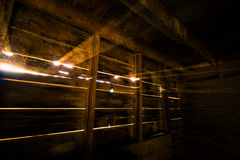 Ακτίνες του φωτός του ήλιου στη σιταποθήκη Στοκ φωτογραφίες με δικαίωμα ελεύθερης χρήσης