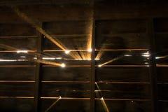 Ακτίνες του φωτός του ήλιου στη σιταποθήκη Στοκ εικόνες με δικαίωμα ελεύθερης χρήσης