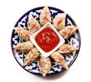 Ακτίνες Manta σε ένα πιάτο στο άσπρο υπόβαθρο στοκ φωτογραφίες