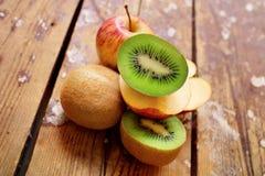 Ακτινίδιο και μήλα Στοκ φωτογραφία με δικαίωμα ελεύθερης χρήσης