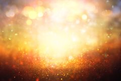 Ακτινοβολήστε εκλεκτής ποιότητας υπόβαθρο φω'των Ασήμι και χρυσός de-στραμμένος Στοκ Φωτογραφία