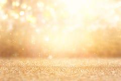 Ακτινοβολήστε εκλεκτής ποιότητας υπόβαθρο φω'των Ασήμι και χρυσός de-στραμμένος Στοκ φωτογραφία με δικαίωμα ελεύθερης χρήσης