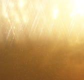 Ακτινοβολήστε εκλεκτής ποιότητας υπόβαθρο φω'των αφαιρέστε το χρυσό ανασκό& Defocused στοκ εικόνα με δικαίωμα ελεύθερης χρήσης