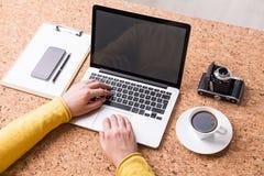 Δακτυλογράφηση επιχειρηματιών Στοκ φωτογραφία με δικαίωμα ελεύθερης χρήσης