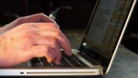 δακτυλογράφηση lap-top απόθεμα βίντεο