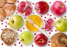 Ακόμα άποψη ζωής άνωθεν - challah, μήλα, ρόδι και BO Στοκ Εικόνα