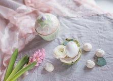 Ακόμα αυγό και λουλούδια ζωής Στοκ Εικόνα