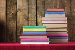 Ακόμα ζωή με έναν σωρό των βιβλίων Στοκ εικόνες με δικαίωμα ελεύθερης χρήσης