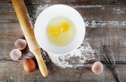 Ακόμα ζωή με τα ακατέργαστα αυγά Στοκ εικόνα με δικαίωμα ελεύθερης χρήσης