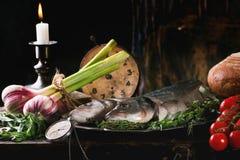 Ακόμα ζωή με τα ακατέργαστα ψάρια Στοκ Εικόνα